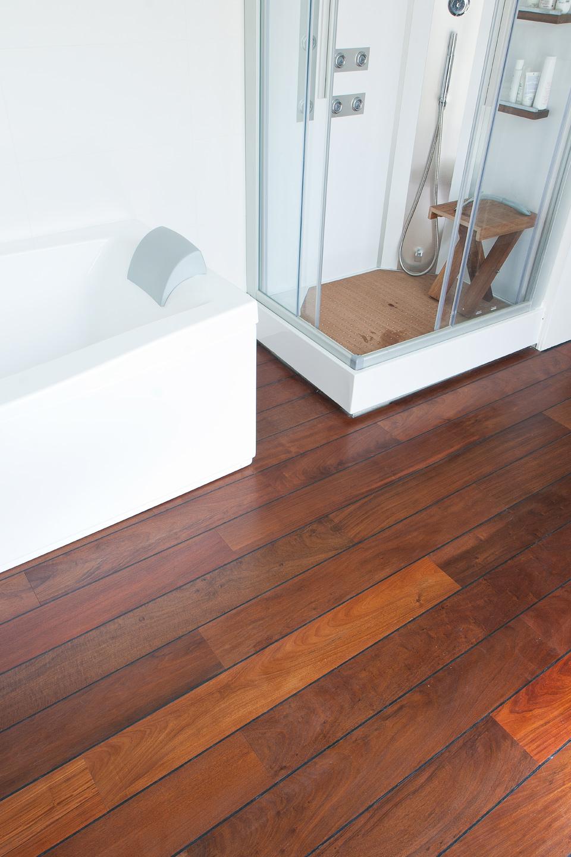 Parquet salle de bain parquet emoisetbois - Parquet pont de bateau pour salle de bain ...